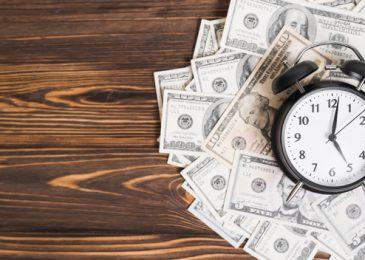 Chuyển tiền khác ngân hàng tại quầy mất bao lâu nhận được, phí bao nhiêu?