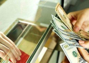 Đổi tiền Đô sang tiền Việt ở đâu? Tiệm vàng, ngân hàng, chợ đen?