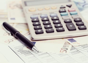 Phí thường niên ngân hàng là gì? Cách để không bị trừ tiền