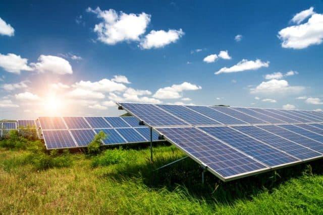 Có nên đầu tư điện năng lượng mặt trời áp mái 2021. Hiệu quả? Có lãi không?
