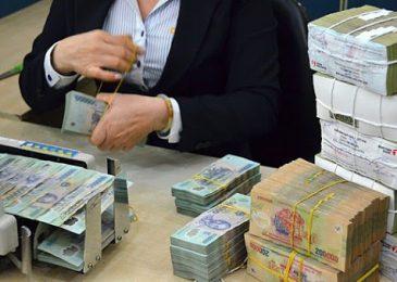 Hướng dẫn đi Rút tiền ở quầy giao dịch ngân hàng 2020: thủ tục, phí, số tiền tối đa